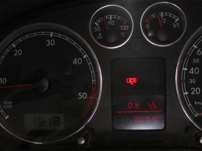 Po uruchomieniu samochodu wszystkie lampki ostrzegawcze gasną. Samochód odzyskuje pełną moc