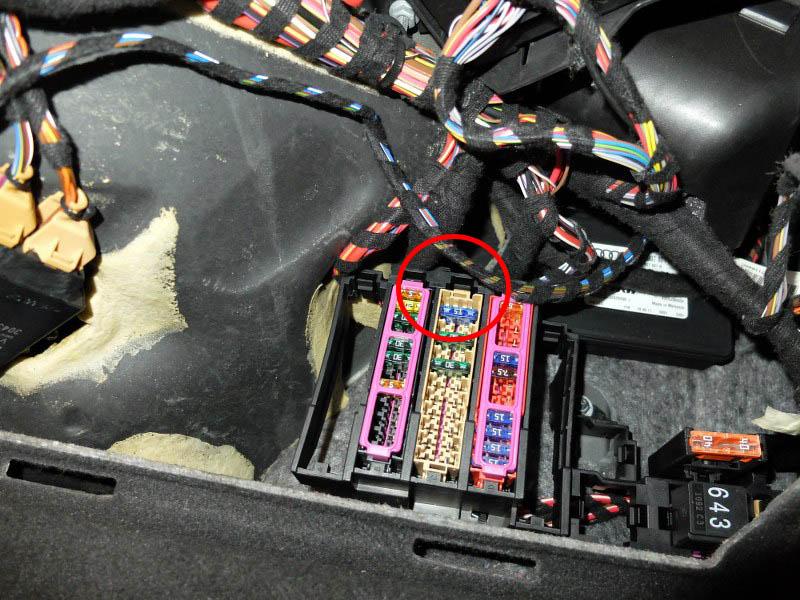 Zdemontowany bezpiecznik od pompy AdBlue